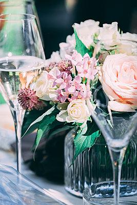 Blumen auf einer Hochzeitsfeier - p299m1589461 von Silke Heyer