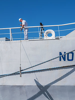 Work on the ship after mooring at the dock - p390m2032013 by Frank Herfort