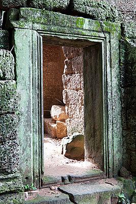 Angkor - p631m913085 by Franck Beloncle