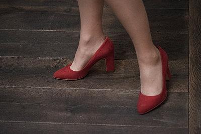 Rote Schuhe - p1229m1487833 von noa-mar