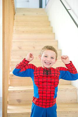 verkleideter Junge - p1156m1591787 von miep