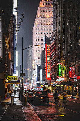 View of Midtown Manhattan Illuminated by Neon Signs at Night, New York City, New York, USA - p694m1192923 by Eric Schwortz