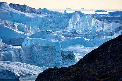 Eisberge im Illulisat Eisfjord - p719m1181394 von Rudi Sebastian