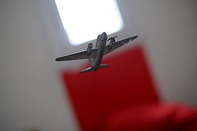 Airplane - p1631m2233913 by Raphaël Lorand