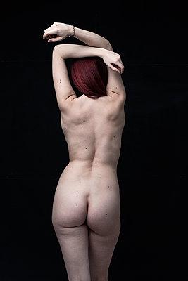 Schöne junge Frau - p947m1218770 von Cristopher Civitillo