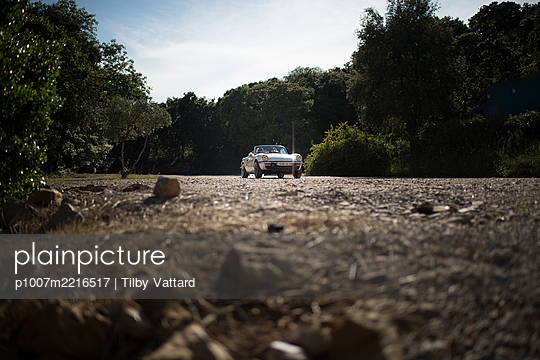 Honeymoon, cabrio on the move - p1007m2216517 by Tilby Vattard