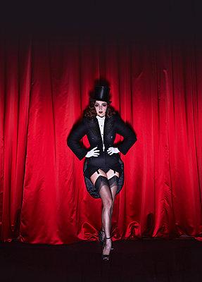Bourlesque - p1081m2273034 by Cédric Roulliat