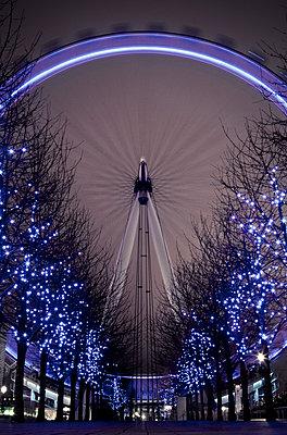 London Eye - p1424m1501932 by Christopher Kimmel