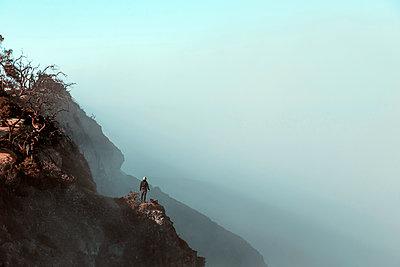Man standing at Ijen volcano, Java, Indonesia - p300m2140866 by Konstantin Trubavin