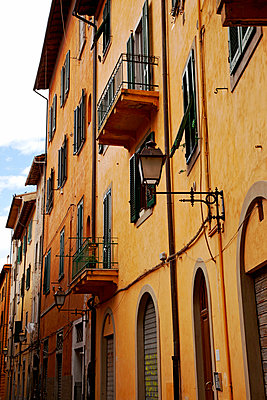 Altstadt in Pisa - p382m2021697 von Anna Matzen