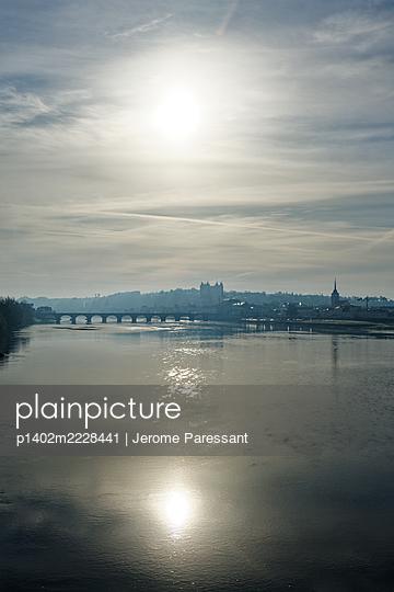 Blick über die Loire auf die Stadt Saumur - p1402m2228441 von Jerome Paressant