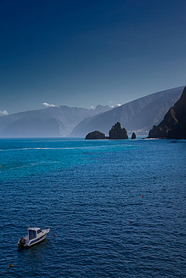 Madeira - p1032m903724 by Fuercho
