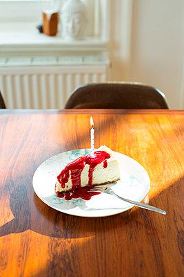 Birthday cake - p432m894038 by mia takahara