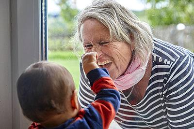 Grandmother meets grandson, portrait - p1146m2187866 by Stephanie Uhlenbrock