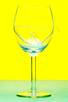 Broken wine glass - p265m2007611 by Oote Boe