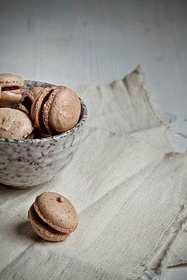 French Macarons filled with chocolate ganache in bowl - p300m2207347 by Susan Brooks-Dammann