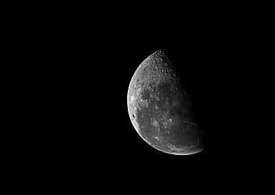 Moon against black sky - p312m1552187 by Scandinav Images