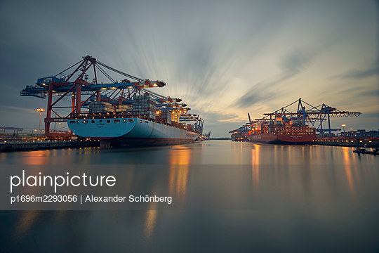 Container yard in the evening - p1696m2293056 by Alexander Schönberg