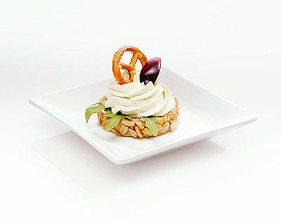 Sandwich with cream cheese - p3004865f by Klaus Mellenthin