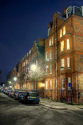 Parked cars on street outside Chelsea mansion block - p1072m829296 by Neville Mountford-Hoare