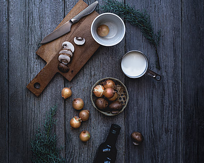 Directly above shot of ingredients on wooden table - p1166m1142997 by Cavan Images
