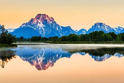 Mount Moran from Oxbow Bend at dawn, Grand Teton National Park; Wyoming, United States of America - p442m1442359 by Yves Marcoux
