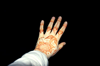 Hennabemalte Hand - p754m887012 von Valea Diller-El Khazrajy