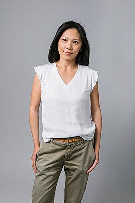 Portrait confident, ambitious businesswoman - p1192m2123264 by Hero Images