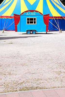 Kassenwagen, Zirkus - p237m1028358 von Thordis Rüggeberg