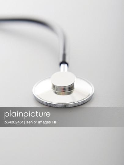Stethoskop  - p6430245f von senior images RF