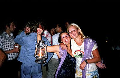 Feiernde Freundinnen - p0450010 von Jasmin Sander