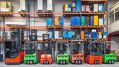 Forklift machinery in a row in warehouse,Lisse, Netherelands, Netherelands - p1100m2084253 by Mint Images
