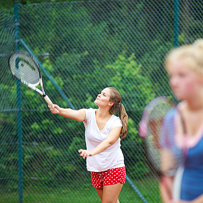 Tennis-Doppel - p606m856059 von Iris Friedrich
