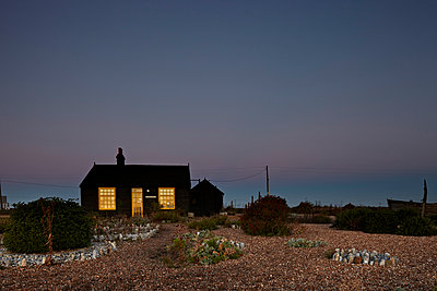 Prospect Cottage, Dungeness Kent coast . Retreat of the late Derek Jarman, filmmaker. - p855m908769 by Richard Bryant