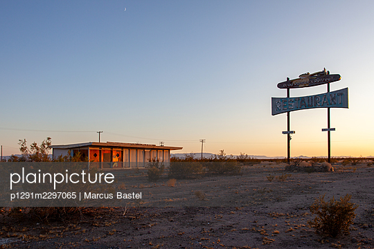 USA, California, Old restaurant - p1291m2297065 by Marcus Bastel