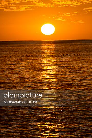 Sonnenuntergang über dem Meer - p958m2142636 von KL23