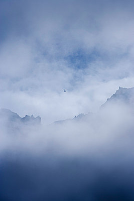 Cable car in fog - p248m739642 by BY