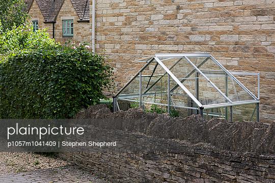 Greenhouse alongside stone wall - p1057m1041409 by Stephen Shepherd