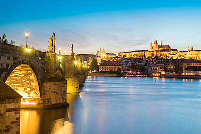 View from Charles bridge across the river onto St.Vitus Cathedral at night, Prague - p1332m2205619 by Tamboly