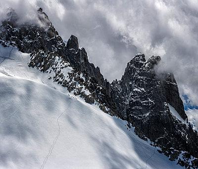 France, Chamonix, Alps, Petit Aiguille Vert, group of mountaineers - p300m1175617 by Alun Richardson