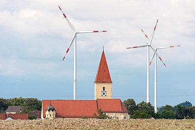 Windkraft in Franken - p1079m885263 von Ulrich Mertens