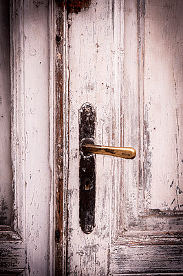 Wooden door - p220m1083096 by Kai Jabs