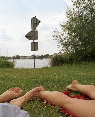 Flirt im Park - p3530165 von Stüdyo Berlin