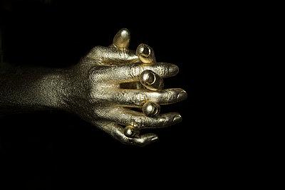 Gold Finger - p427m1110705 von R. Mohr