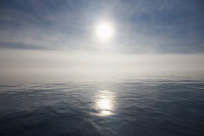 Morgensonne mit Nebel - p719m1181403 von Rudi Sebastian