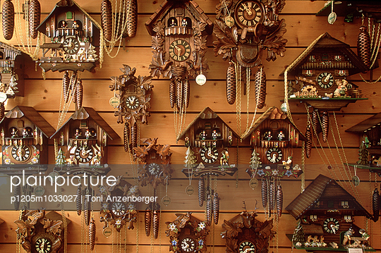 Cuckoo-clock - p1205m1033027 by Toni Anzenberger