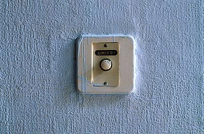 Lichtschalter, Frankreich - p2680801 von Rui Camilo