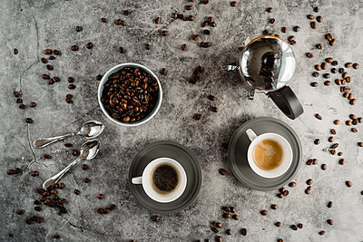 Cup of black coffee, cup of espresso coffee spoons and coffee beans - p300m2083040 by VITTA GALLERY