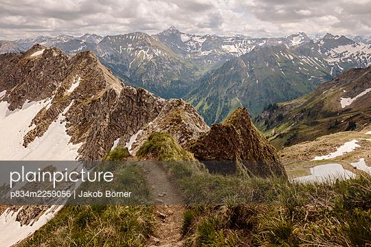 Germany, Bavaria, Germany, Bavaria, Hiking trail in the Allgäu - p834m2259056 by Jakob Börner
