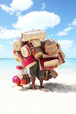Strandverkäufer - p045m792186 von Jasmin Sander